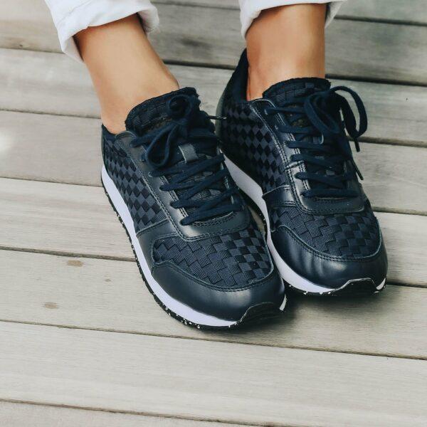 Ydun navy sneaker